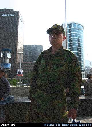 서울역 앞에서