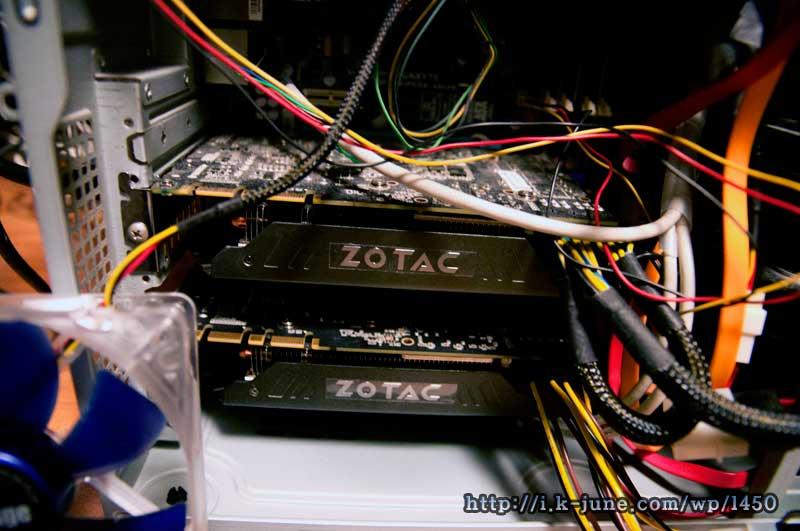 메인보드에 Zotac GTX970 그래픽카드가 2대 꽂혀있다.