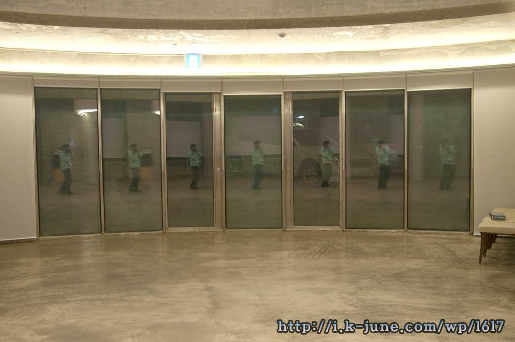7개의 창문에서 다른 각도로 나의 모습이 보인다.