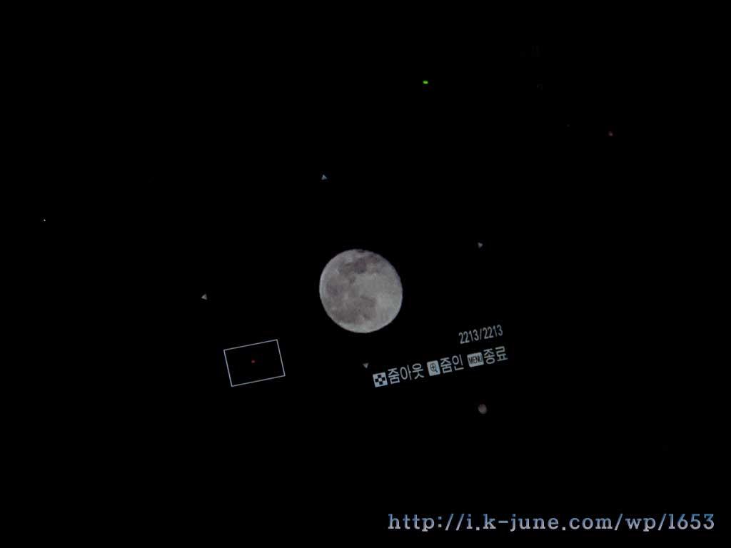 LCD창에 비춰진 달의 모습