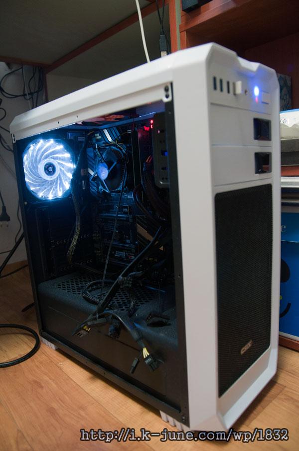 하얀색 컴퓨터 케이스