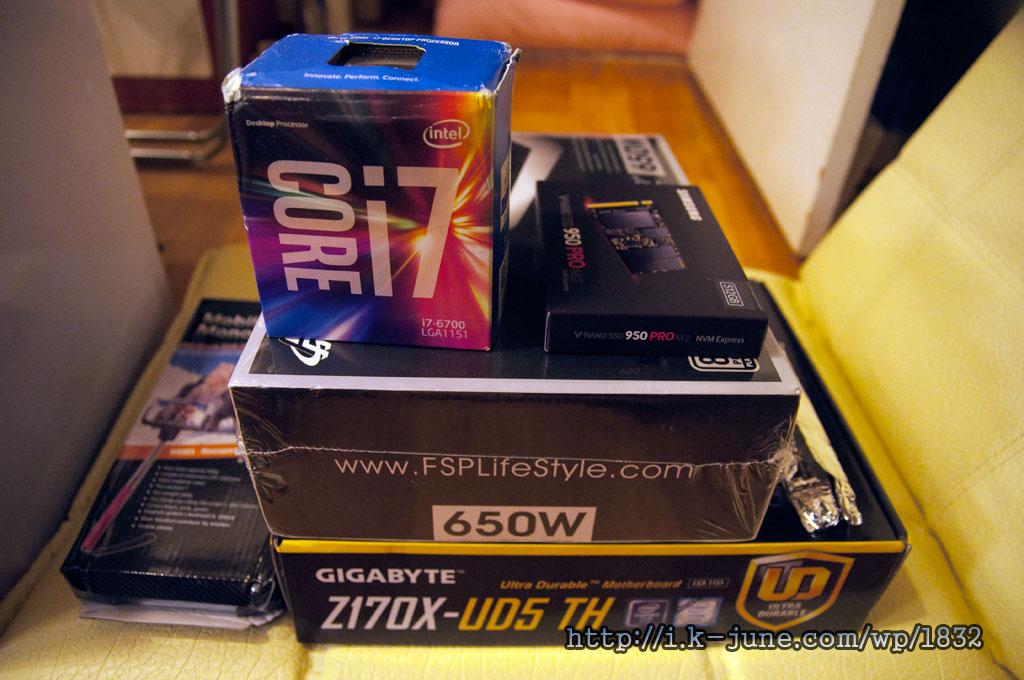 Core i7 CPU를 비롯한 각종 컴퓨터 부품들