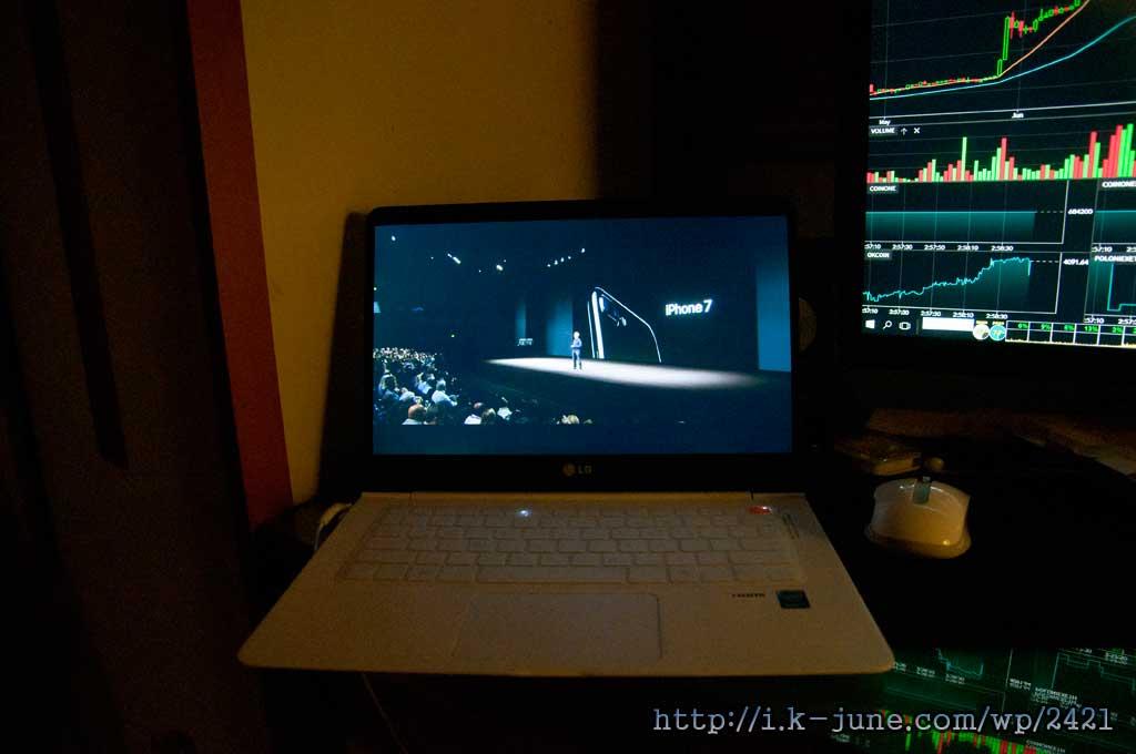 노트북 화면과 데스크탑 모니터