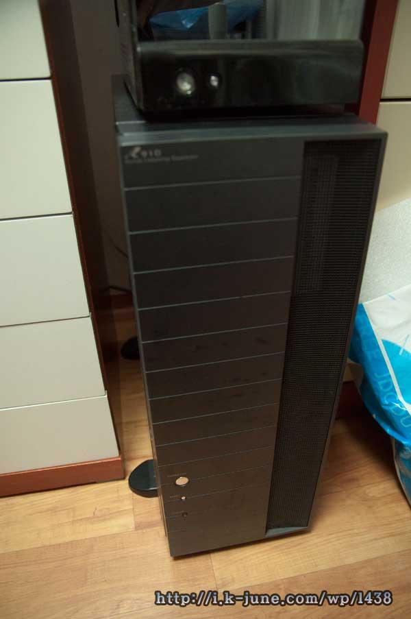 검은색 빅타워 컴퓨터 케이스 소나무 R910의 모습