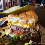 치앙마이 맛집이라고 해서 찾아온 햄버거 전문점 락미버거(Rock Me Burger)에서 소고기버거를 먹었다.