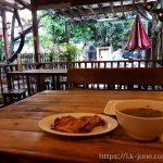 치앙마이 님만해민에서의 첫 식사는 ไก่ย่างเชิงดอย(Cherng Doi Roast Chicken)에서 로스트 치킨과 뼈해장국이다.