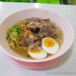 40바트의 기적! 가성비 최고의 치앙마이 님만해민 국수전문점 สุดยอด บะหมี่ซุปกระดูก(Bahmi Sub Kraduk)에서 고기 국수를 먹었다.